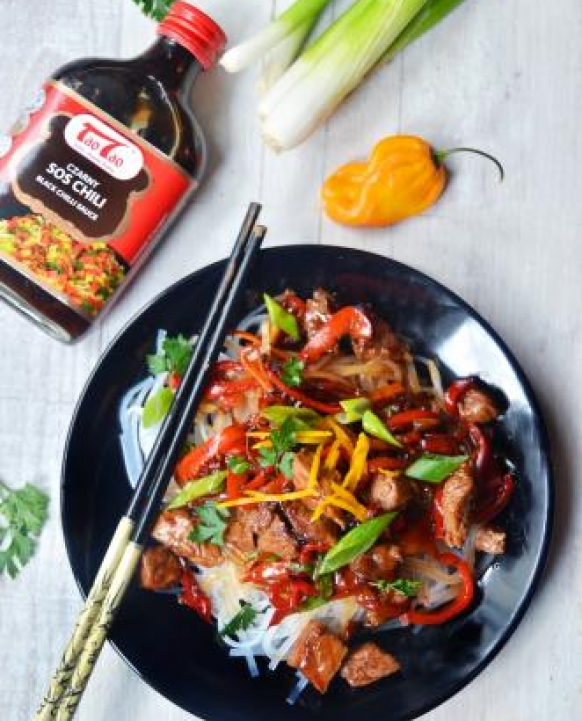 Beef with peppers in spicy sauce